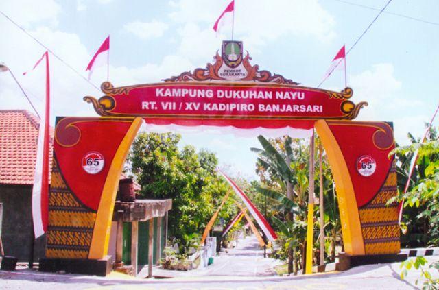 desain gapura 17 agustus hut ri 74 batik