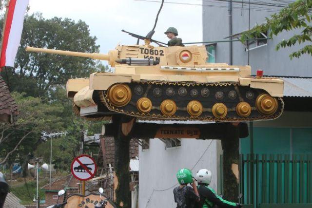 desain gapura 17 agustus hut ri 74 tank baja